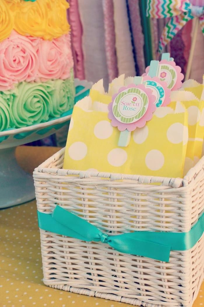 Great spring baby shower. Love the colours.