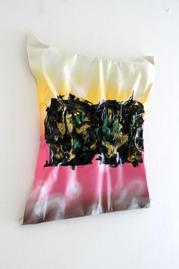 Acrílico, esmalte y brillantina sobre lienzo  48 x 62 cm  2016 Por Usoa Fullaondo
