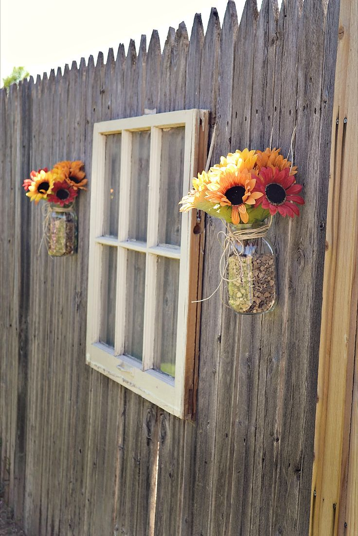 Using Old Window and Flower Decorate Wooden Fance