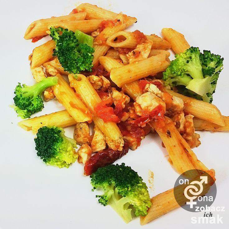 drobiowe rigatoni z brokułem i suszonymi pomidorami