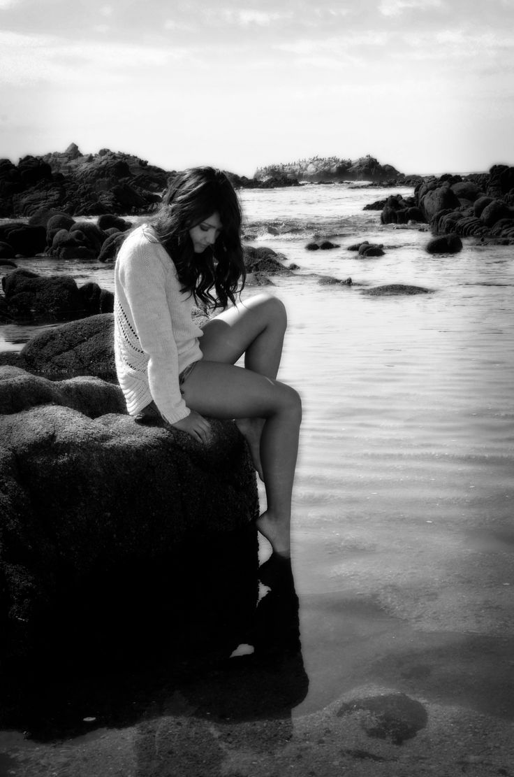 Girl on the rocks Photo by Myle Collins Mylestone Photography Senior portraits, senior poses, portrait at beach, portrait at ocean, sitting on a rock, sitting at the ocean, senior portraits at the beach, portrait woman, portrait girl