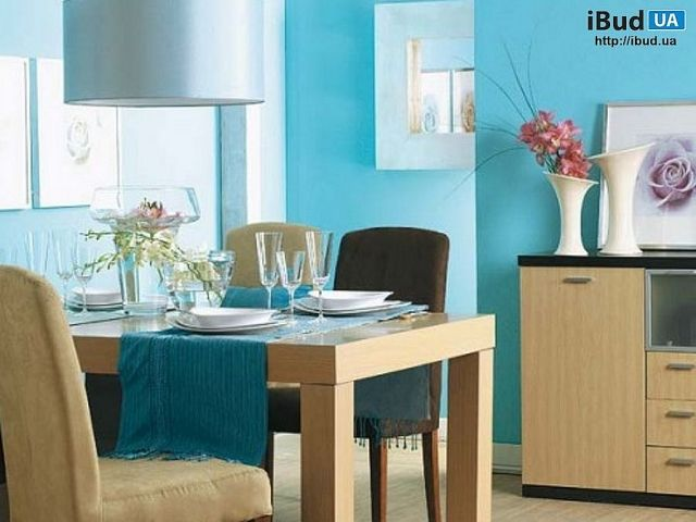 В частном доме сделан дизайн столовой в голубом тоне. Лучший способ сделать столовую более яркой — это покрасить стены в яркий цвет, или подобрать красочную мебель. Для дизайн столовой исполь...