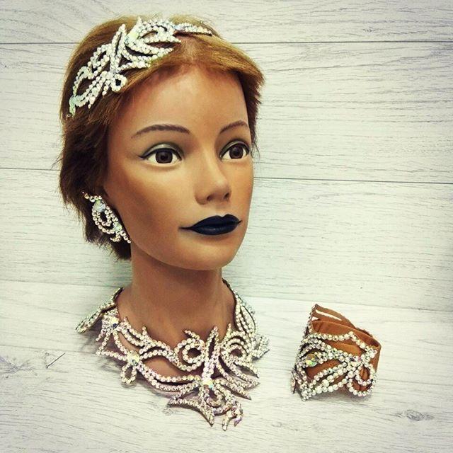 Комплект по индивидуальному заказу скоро отправится к своей хозяйке #комплектукрашений #танцевальнаябижутерия #бальныетанцы #колье #украшениедляволос #браслет #серьги #dancejewelry #necklace  #bracelet #earrings #jewelryset #exclusive