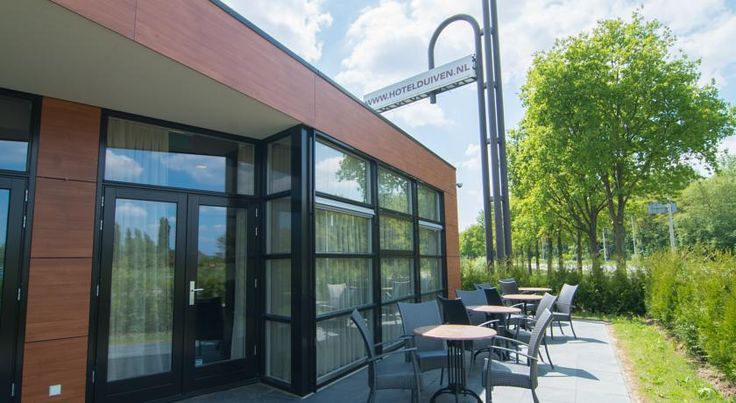 Hotel Gieling Duiven Hotel Gieling Duiven is a charming 3-star hotel in the city of Duiven. Enjoy the friendly atmosphere and benefit from the possibility to go swim or exercise in a nearby gym for free.  The hotel offers cosy rooms that have a private bathroom.