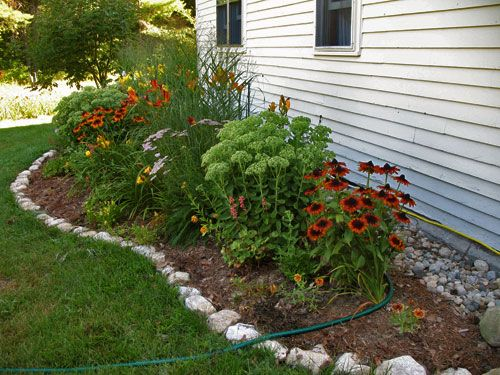 Flower bed rock borders images for Unique garden border ideas