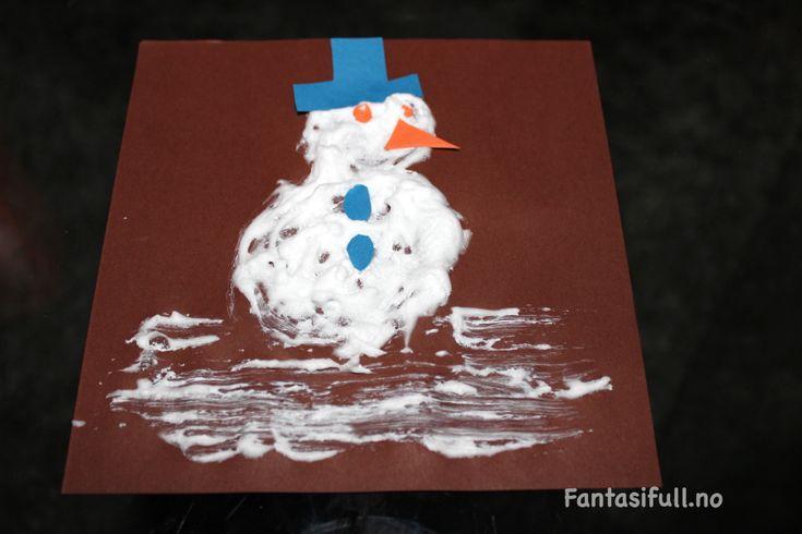 Fantasifull blogg aktivitet aktiviteter forming barna barn yngste barnehage jul snø juleaktivitet juleaktiviteter maling snømaling maling skum barberskum lim struktur gøy selv former resultat
