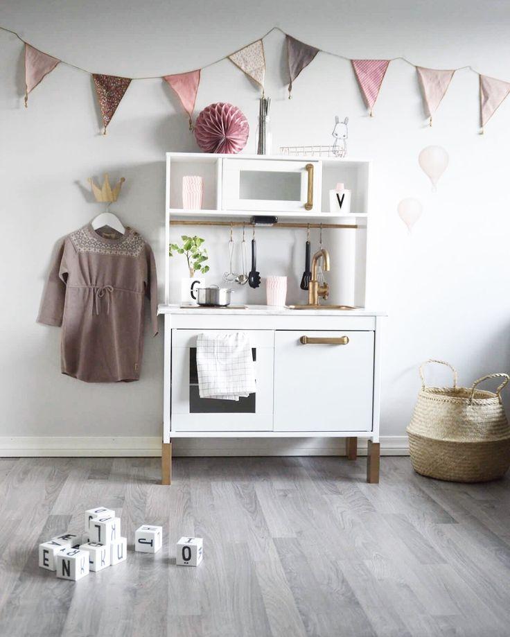 Jenterom girlsroom kidsroom IKEA ikealekekjøkken lekekjøkken barnerom Memini sebra sebraintetior