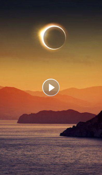 Les éclipses solaires sont des phénomènes relativement rares. Pendant le XXème siècle, 71 éclipses totales ont eu lieu dans le monde. Au XXIème siècle, il y en aura 68. Les éclipses solaires ont lieu lorsque le Soleil, la Lune et la Terre se trouvent...