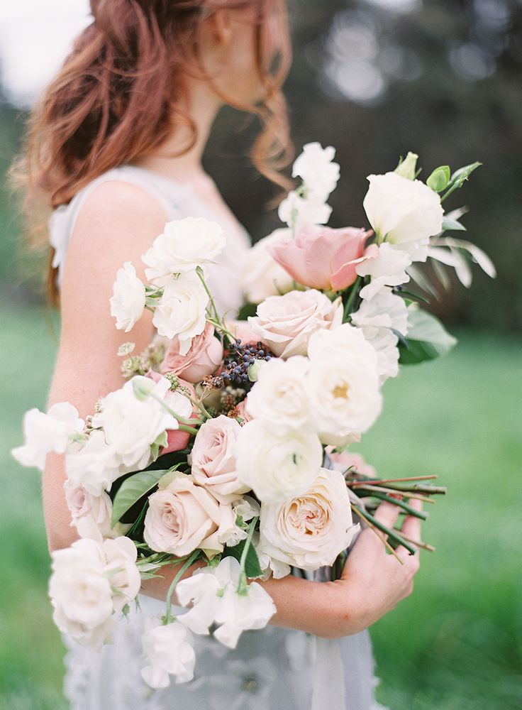 Rose wedding bouquet: Photography and Styling: Sara Weir Photography - saraweirphoto.com   Read More on SMP: http://www.stylemepretty.com/2017/04/19/how-to-infuse-your-wedding-day-with-all-out-romance/
