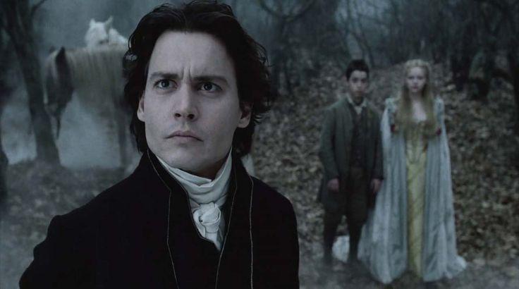 """""""Il mistero di Sleepy Hollow"""" (1999) http://www.nientepopcorn.it/film/il-mistero-di-sleepy-hollow/ di Tim Burton, con Johnny Depp e Christina Ricci, è un riuscito omaggio al """"vero"""" gotico americano, particolarmente evocativo dal punto di vista estetico."""