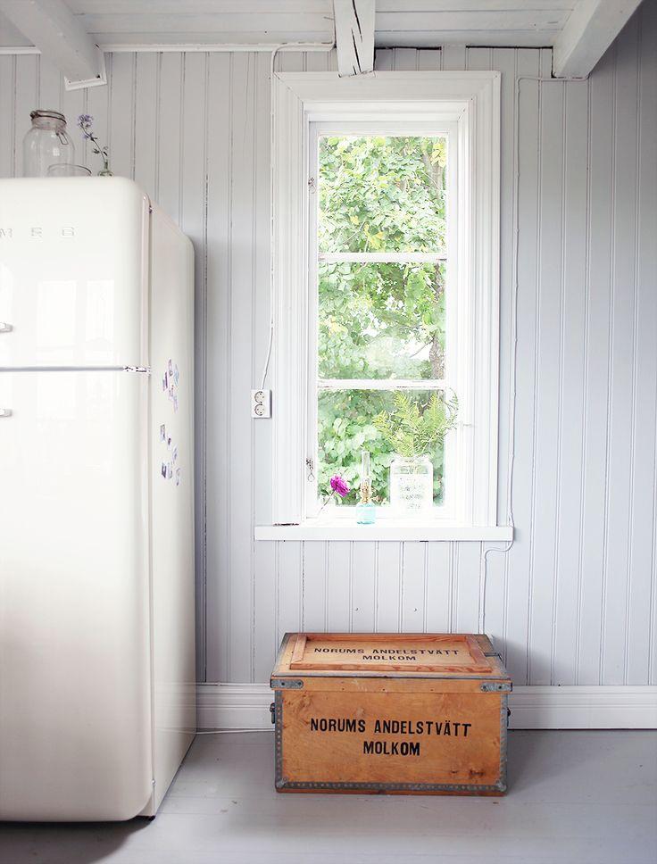 torp, kök, öppna hyllor, inredning, Gotland, vintage, retro, smeg, kylskåp