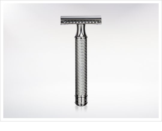 The Merkur-Razor Double Edge Safety Razor Gold Plated is a traditional razor with a touch of some modern elements. #bestsafetyrazor #safetyrazorformen #Shavingrazor http://www.iconicshavers.com/