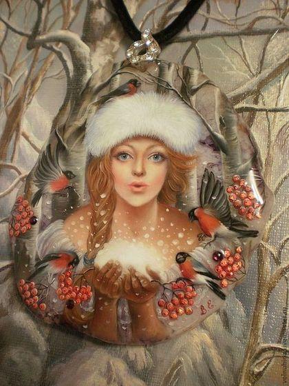 """Кулоны, подвески ручной работы. Кулон""""В её ладонях лишь пушистый снег..."""" (лаковая миниатюра). Волнухины. Ярмарка Мастеров."""