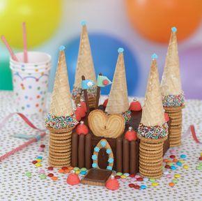 Pour épater et régaler les amis, on fabrique un château de rêve à base de génoise au chocolat et de bonbons à la fraise...