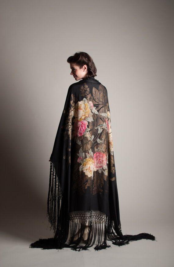 20s Silk Piano Shawl Vintage 1920s Lamé Shawl by concettascloset http://es.pinterest.com/KarenHaskett/piano-shawl-%2B-parasol/
