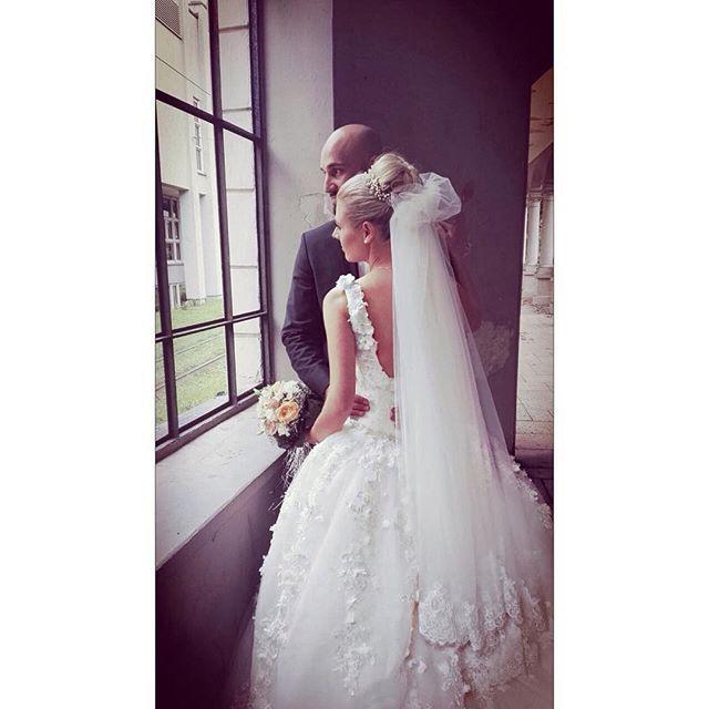 Nilayin dügünün resımlerı gelmeye başlıyor.... Tesekkurler @bugrabalkaya ️🌹🌹#bride #bridal #weddingdresses #luxurywedding #couturewedding #wedding #dügün #dantel #gelin #gelinlik #lace #abiye #bruiloft #bruidsjurk #galajurk #handmade #custommade #arabweddings #abudhabi #kuwait #doha #dubai #belcika #almanya #hollanda #laperless