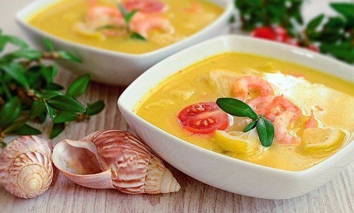 Cheese soup with prawns