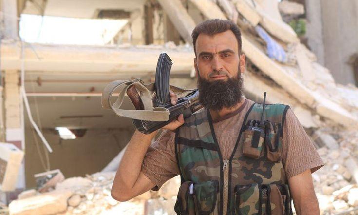 """Бешеные псы сирийской «революции» Интересный сюжетный поворот. На фото, Абу Джафар-аль-Хомси. Командир ССА, который 4 года был одним из тех, кто руководил обороной Дарайи и """"Бригадой мучеников Ислама"""", которая позиционировала себя как самодостаточная и автономная группировка, получая в свое время американское вооружение. Воевал судя по всему достаточно умело, раз 4[...]   Читать далее: http://rusila.su/2016/10/14/beshenye-psy-sirijskoj-revolyutsii/?source=tlgrm"""