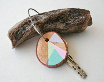 Porte-clés bois pin avec fil de câble en acier inoxydable avec l'option de votre porte-clé triangle géométrique initiale, rose, menthe, gris et bleu