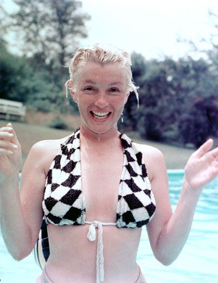 Marilyn Monroe without makeup. Nothing wrong with natural beauty <3