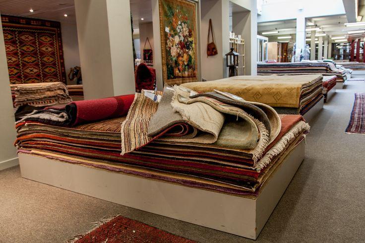 Tot ons aanbod behoren duurzame tapijten, prachtige kurkvloeren, echt parket of andere soorten vloerbekleding.