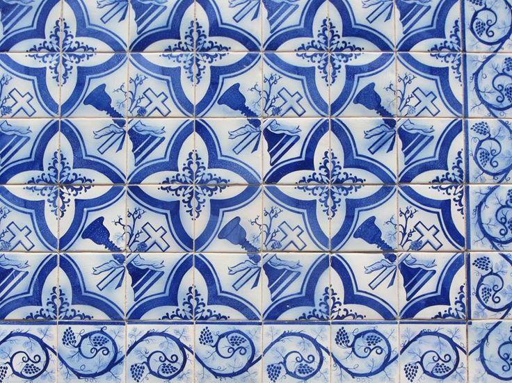 Porto, Rua D. Manuel II [photo: Jorge Rocha] #blueandwhite #patterns #azulejo #frame #collaborativetimeline