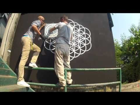 "(7) ""Flower Power"" Graffiti stencil timelapse flower of life – YouTube  – Interieur – Witte zolder"