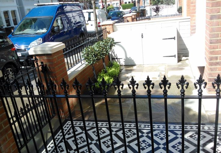 black-and-white-victorian-mosaic-tile-path-red-brick-garden-wall-wrought-iron-rail-and-gate-bespoke-bin-store-london-6.jpg 1,522×1,058 pixels