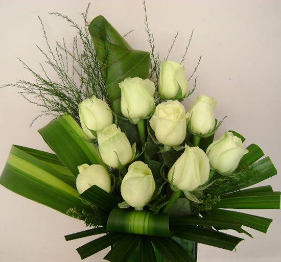 Arranjo com rosas brancas :: Floricultura | Salvador - Verde Floricultura