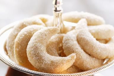 Cakes & Ale in Pagan and Wiccan Rituals: Make a batch of crescent cookies for your Cakes & Ale ceremony.