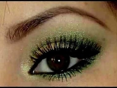 Sparkly green eye shadow, pretty for end of summer!
