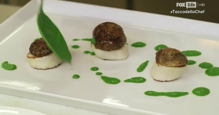 """Secondo piatto """"mare e monti""""  dello chef Antonino Cannavacciuolo, aromatico, creativo e molto originale: le capesante con funghi porcini e salsa di prezzemolo"""