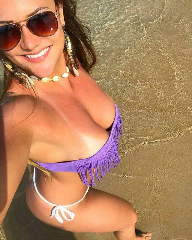 Este selfie nos hizo el #jueves! . Foto from @anacarolinamadruga - Olhaaa o camarããããooooo!!! - . #girls #sexygirls #models #friends #modelos #womens #sexyboobs #insta #photographers #thursday #instagram #regrann #bikinigirl #bikinilife #beachbody #beautiful #beachday #beachgirl #photography #photooftheday #love