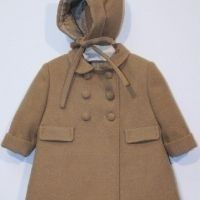 Abrigo de paño con capota