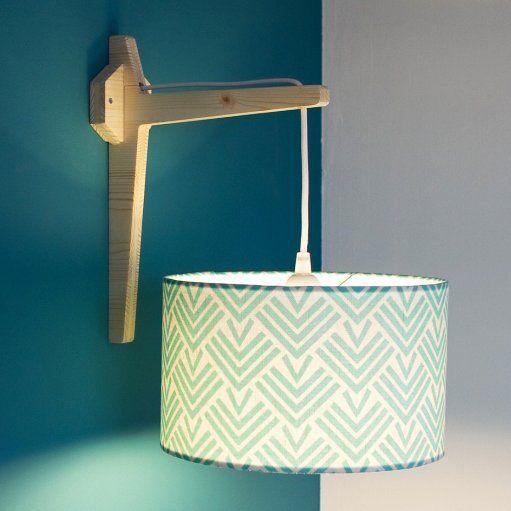 <p>Une équerre réalisée par Béo Design sassocie avec un abat-jour Mademoiselle Dimanche pour éclairer vos murs avec classe et sobriété! <a title=...