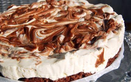 Marmoroitu suklaajuustokakku