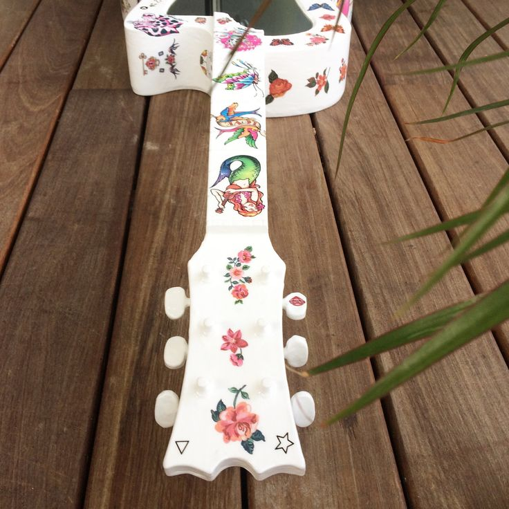 Miroir recup upcycling guitare tatouages tattoo retro #handemade #upcycling #madeinfrance #taylormade
