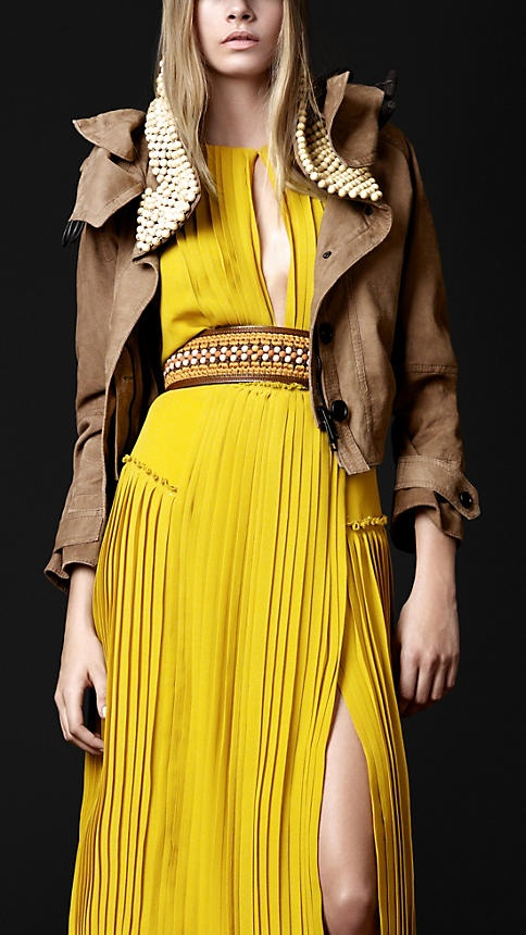Burberry Prorsum Spring/Summer 2012: Fashion, Beaded Collar, Collar Cropped, Style, Dress, Collars, Cropped Parka, Burberry Prorsum, Haute Couture