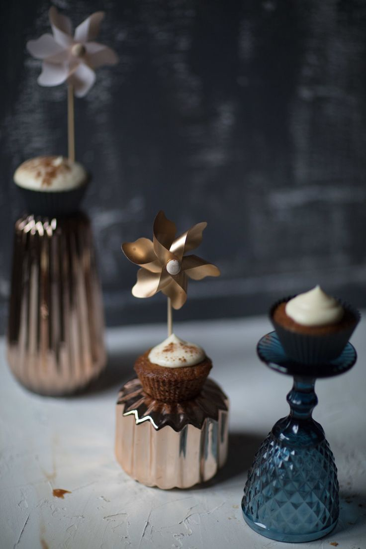 MALVA + MILKTART CUPCAKES with a caramel filling. Two traditional South-African desserts blended into one delicious pastry. #proudlysa #milktart #malvapudding #miel-meel #cupcakes #foodstyling #foodphotography