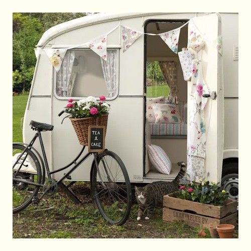 caravane vintage et d co vintage trailers airstream and. Black Bedroom Furniture Sets. Home Design Ideas