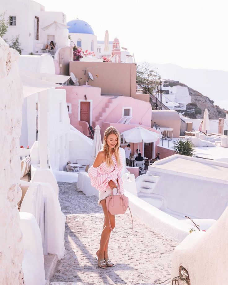 FASHION INSPIRATION Chloe back at it with the pink fashion inspirations - is it possible for me to like a blogger if they're not as obsessed with pink as I am?