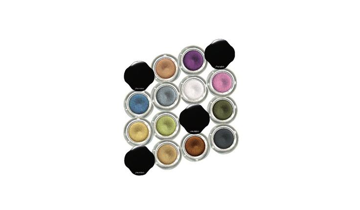 Shimmering Cream Eye Color  Sombra cremosa acetinada de longa duração (16 horas). Fórmula à prova d'água.