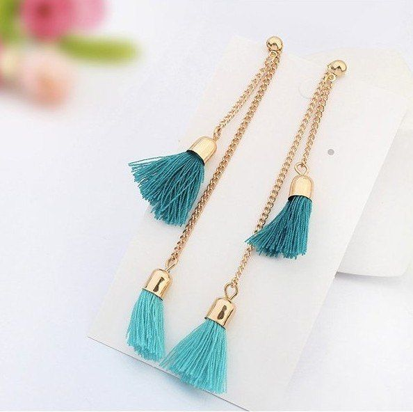 Модные серьги-кисточки доступны в разных цветах. 590 руб, бесплатная доставка по РФ! http://prostiepokupki.com/ukrasheniya/488-sergi-kistochki.html