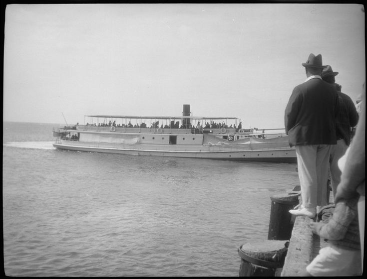 117517PD: The ferry arriving at Rottnest Island, 1928-1929 http://encore.slwa.wa.gov.au/iii/encore/record/C__Rb4390280