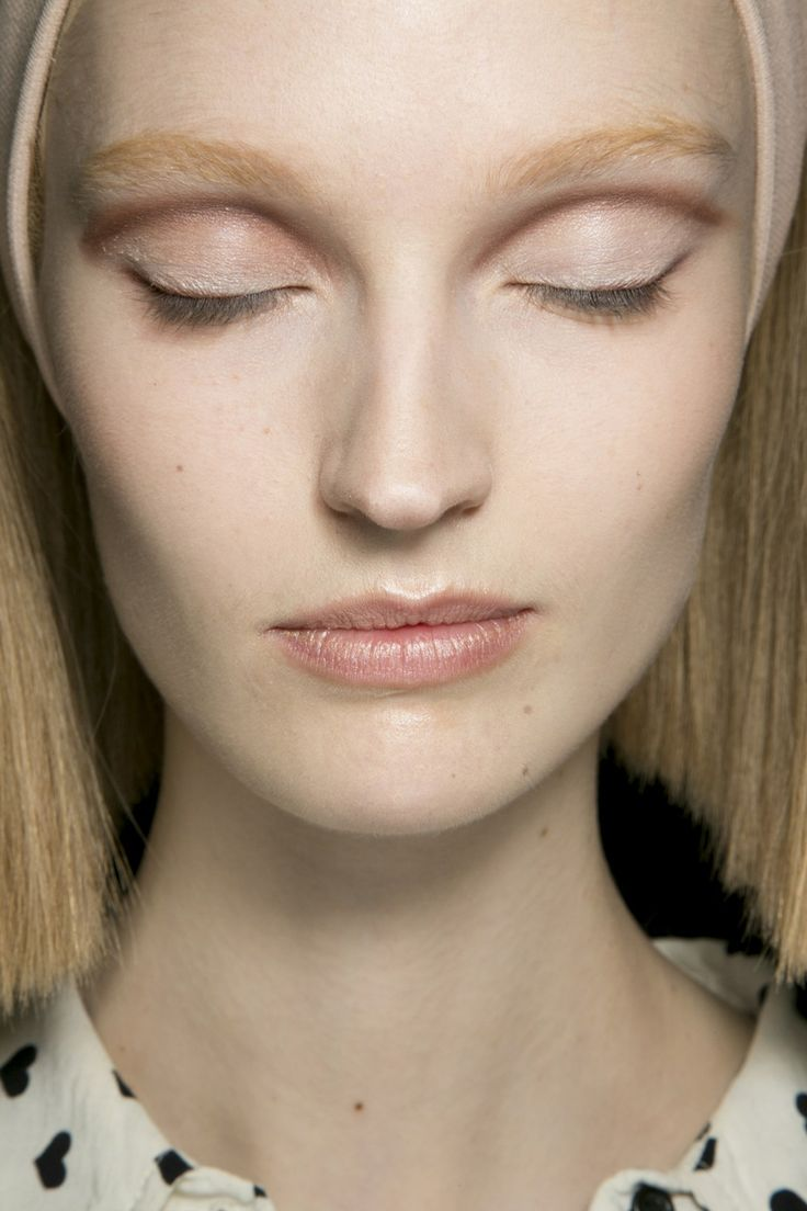 17 Best 2014 Fw Makeup Trends Images On Pinterest Inez Contour Plus Lipstick Riviera Blush Defined Eyes In A Harmony Of Nudes And Beiges Drawing Taupe Line Into