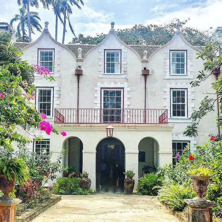 This is what a 350-year-old sugarcane plantation on Barbados looks like. Nowadays St Nicholas Abbey produces the only unblended rum on the island still using steam power. We went with @aplustoursandevents to check out this well preserved heritage site.  #barbados #visitbarbados #plantation #rumdistillery #stnicholasabbey #travel #matka #reissu #nordicnomads #caribbean #karibia #loma #worldheritage (via Instagram)
