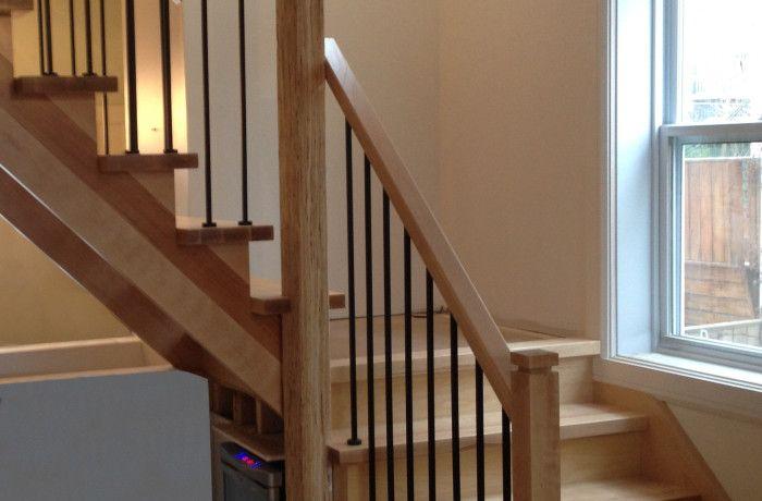Rampe de métal et escalier