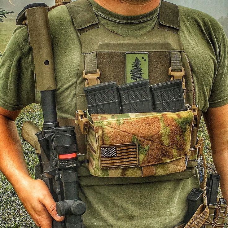 I am really liking this combo right here. The plate carrier is a Slickster from @ferroconcepts and the chest rig attachment is a Micro Fight from @spiritussystems . The options are pretty much endless as far as what items I can carry in it and where I can carry it. We will be doing a full YouTube review on the @spiritussystems Micro Fight Rig. Stay tuned.