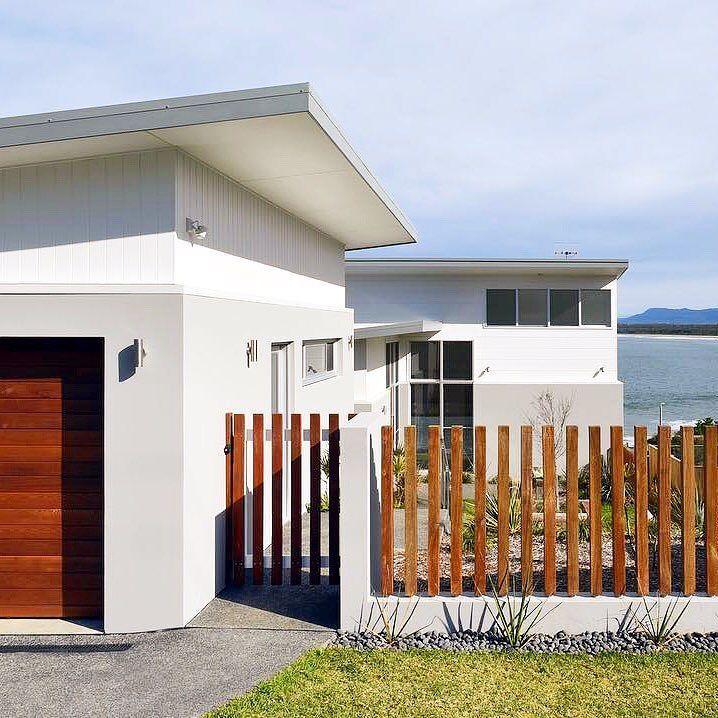 Dreamy seaside home on 7 Mile Beach featuring Scyon Axon and Stria. See more design ideas here: http://scyon.com.au/design-ideas