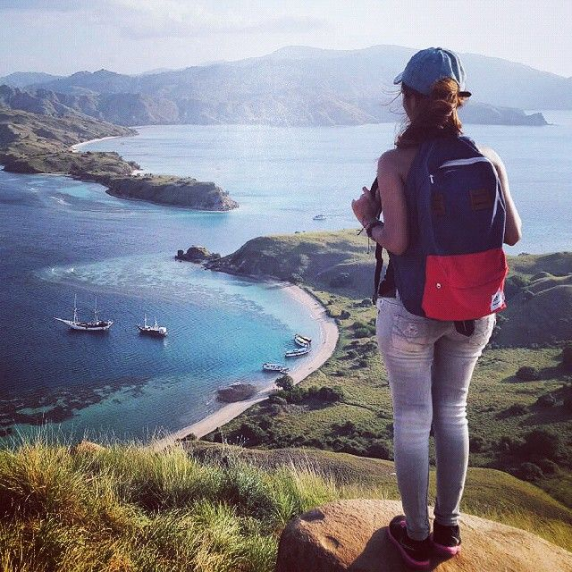 Yeah!! CUB backpack bag red-navy at the peak of Gili Laba, Komodo island, This the best point view in Komodo island. You can get this place from labuan bajo or lombok with sailing tour, #cub #cubtraveler #komodo #gililaba #flores #exploreindonesia #visitindonesia #beach #vscocam #bags #products #outdoors #backpackerindonesia #traveling #traveler #backpack
